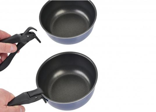 Neunteiliges Kochtopfset, hergestellt aus reinem Aluminium 99,5 % mit nahrungsmittelechter Antihaftbeschichtung. Die Töpfe lassen sich alle ineinander stellen und sind daher gerade für die beengten Platzverhältnisse an Bord bestens geeignet. (Bild 5 von 5)