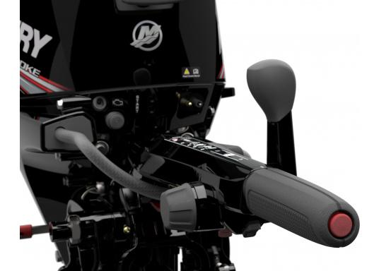 Der Außenborder F15 EFI von Mercury lässt intuitives Manövrieren für eine präzise Kontrolle zu - für eine All-in-One-Performance. Der ideale Bootsmotor. (Bild 8 von 8)