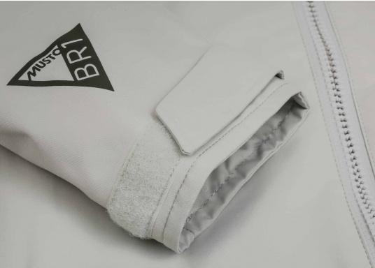 Die Sardinia Jacke ist speziell entwickelt worden, um sich bei warmen Wetter gegen Gischt und Regen zu schützen. Ideal für den Sommer und für warme Reviere. (Bild 12 von 14)