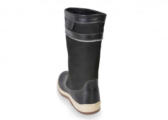 Der hochfunktionelle SEATEC-Segel-Stiefel ist ein echter Profi-Stiefel. In Komfort und Funktion ist er optimal an das Segeln in Küstenrevieren angepasst - hält aber auch harten Offshore-Bedingungen stand. (Bild 6 von 11)