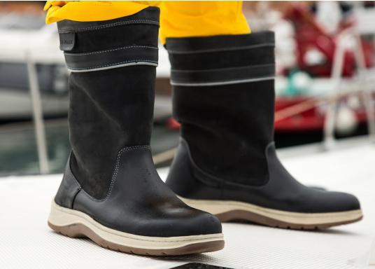 Der hochfunktionelle SEATEC-Segel-Stiefel ist ein echter Profi-Stiefel. In Komfort und Funktion ist er optimal an das Segeln in Küstenrevieren angepasst - hält aber auch harten Offshore-Bedingungen stand. (Bild 3 von 11)