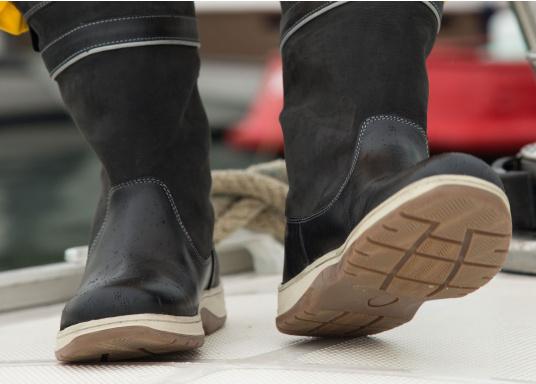 Les bottes de mer, ultra performantes de SEATEC, correspondent aux attentes des professionnels. De par leur confort et leur fonctionnalité, ces bottes sont adaptées à la navigation côtière ainsi qu'aux rudes conditions du large. (Image 9 de 11)