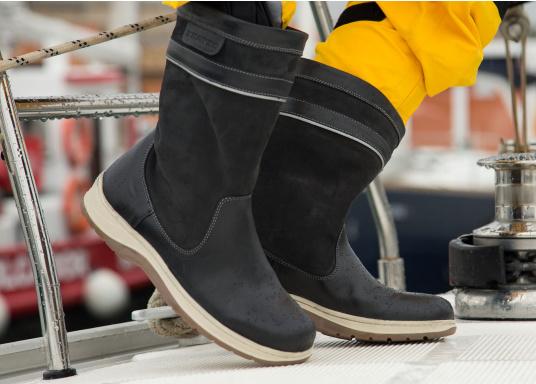Der hochfunktionelle SEATEC-Segel-Stiefel ist ein echter Profi-Stiefel. In Komfort und Funktion ist er optimal an das Segeln in Küstenrevieren angepasst - hält aber auch harten Offshore-Bedingungen stand. (Bild 10 von 11)