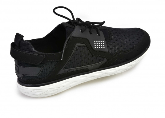 The new tbs PROTEC combines the technology of a modern sports shoe with the features of a tried and tested boat shoe.