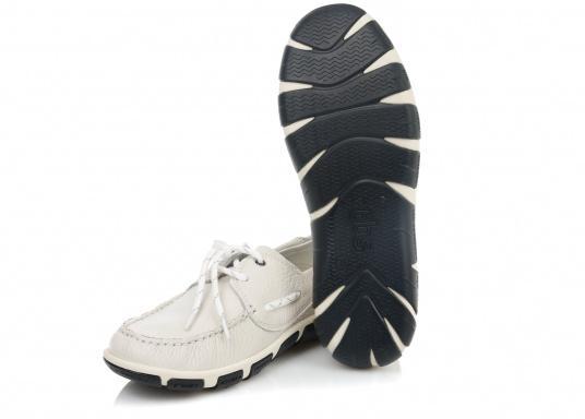 Superbequemer, optisch ansprechender Segel-Schuh aus weichem Kalbsleder. Super geschmeidig und daher auch unbedenklich barfuß zu tragen.  (Bild 3 von 6)