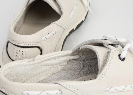 Superbequemer, optisch ansprechender Segel-Schuh aus weichem Kalbsleder. Super geschmeidig und daher auch unbedenklich barfuß zu tragen.  (Bild 6 von 6)