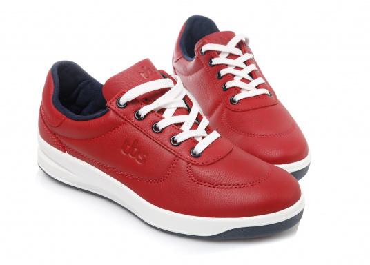 Optisch ansprechender Damen-Sneaker aus der Easywalk-Serie von TBS. Das weiche Büffelleder macht den erstklassig verarbeiteten Schuh enorm haltbar.