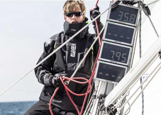 Die Überquerung eines Ozeans ist ein unvorhersehbares Wagnis - deshalb sollten Sie bestens vorbereitet sein: Die neue OS1 Offshore Segeljacke von GILL wurde so konzipiert, dass sie auch mit härtesten Offshore Segelsituationen fertig wird – dabei ist sie deutlich leichter und noch strapazierfähiger als ihre Vorgänger. (Bild 7 von 16)