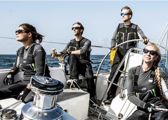 Die Überquerung eines Ozeans ist ein unvorhersehbares Wagnis - deshalb sollten Sie bestens vorbereitet sein: Die OS1 Offshore Segelhose von GILL wurde so konzipiert, dass sie auch mit härtesten Offshore Segelsituationen fertig wird. (Bild 4 von 6)