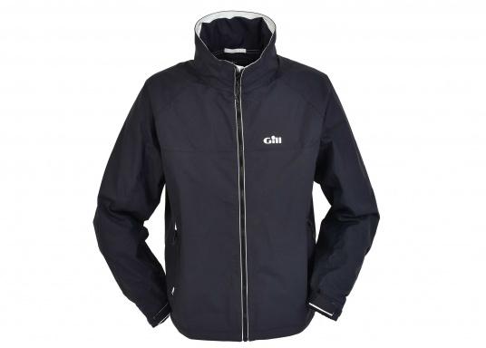 Eine leichte, wasserdichte Jacke, die sich klein verpacken lässt und sowohl auf dem Wasser wie auch an Land genutzt wird.