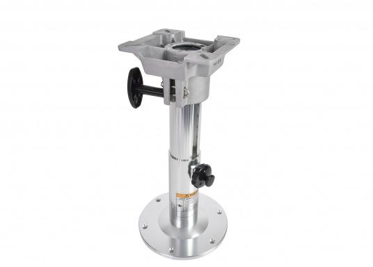 Hergestellt aus Alu. Mittels Einhand-Bedienung sind die Stuhl- / Tischfüße drehbar und höhenverstellbar von 330 - 460 mm.