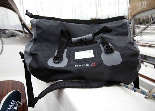 Ihr rasanter Reisebegleiter zur nächsten Regatta oder einfach für den Wochenendtörn: Die Tasche hat einen Inhalt von 60 Litern und besteht aus stichfestem, wasserdichtem PVC- Tarpulin und hat komplett geschweißte Nähte. (Bild 5 von 5)
