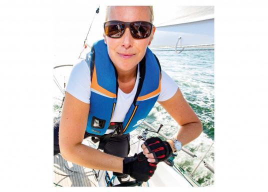 High End Rettungsweste für Hochseesegeln und Motorschiff (Blauwasser), Yacht- und Fahrtensegeln. Schnelles, sicheres Drehen durch den 3D-Schwimmkörper in die Rückenlage, selbst beim Tragen von Schlechtwetterkleidung. (Bild 5 von 5)