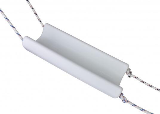 Il parabordo PVM1 del marchio Ocean è il primo e unico parabordo realizzato in materiale espanso flessibile PU e quindi non può perdere aria. (Immagine 5 di 9)
