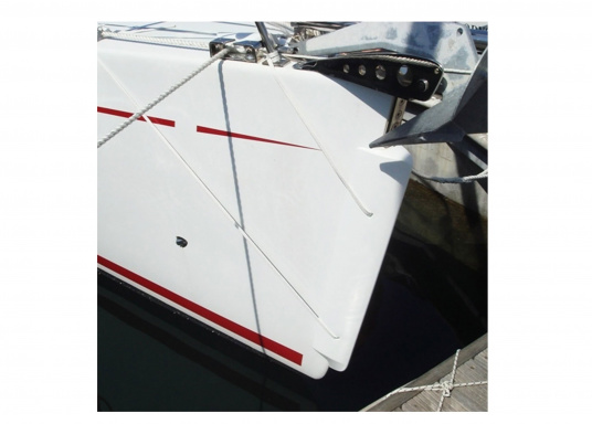 BLADE is the first and only bow fender for use in 90° angles, made out of PU foam. It fits bow shapes up to 7 cm and provides optimal shock absorption. (Image 4 of 5)