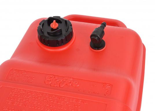 Stabiler, aus widerstandsfähigem Kunststoff gefertigter Benzintank für Außenborder mit 12 Liter Volumen. Schlauchanschluss: 10 mm. Tank Abmessungen inkl. Tragegriff. (Bild 4 von 4)
