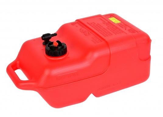 Stabiler, aus widerstandsfähigem Kunststoff gefertigter Benzintank für Außenborder mit 12 Liter Volumen. Schlauchanschluss: 10 mm. Tank Abmessungen inkl. Tragegriff. (Bild 2 von 4)