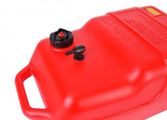 Stabiler, aus widerstandsfähigem Kunststoff gefertigter Benzintank für Außenborder mit 22 Liter Volumen. Schlauchanschluss: 10 mm. Tank Abmessungen inkl. Tragegriff. (Bild 3 von 4)