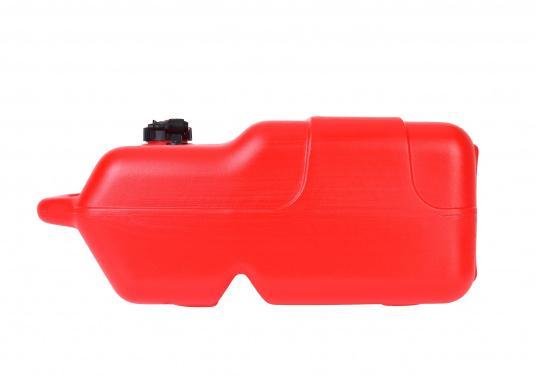 Stabiler, aus widerstandsfähigem Kunststoff gefertigter Benzintank für Außenborder mit 22 Liter Volumen. Schlauchanschluss: 10 mm. Tank Abmessungen inkl. Tragegriff. (Bild 4 von 4)
