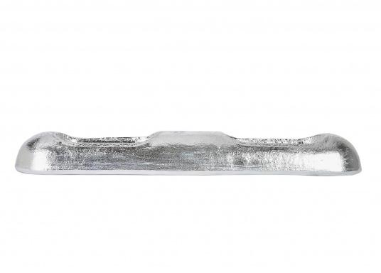 Diese Zinkanode bildet durch ihre abgeflachte Form nur wenig Widerstand im Wasser. (Bild 3 von 4)