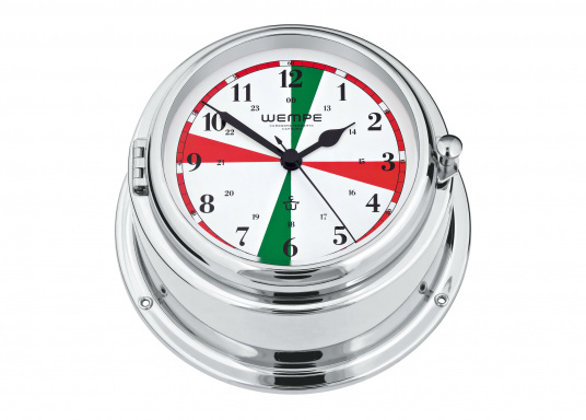 """Die in einem verchromten Messinggehäuse erhältliche Uhr verfügt über ein besonderes Zifferblatt. Die grünen und roten Funksektoren erinnern an die Zeiten der """"Funkstille"""", in der reguläre Funkgespräche unterlassen wurden, damit auch schwache Notrufe gehört werden konnten."""