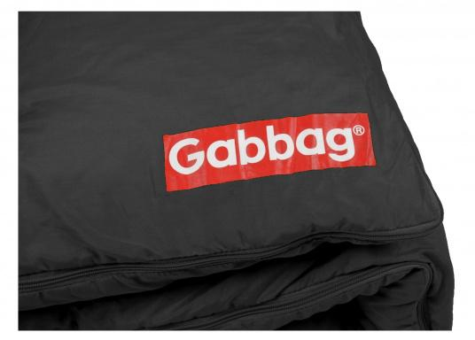 TheGabbag® is versatile! The colorful sleeping bags are made of strong cotton and are also used as a blanket. The two-way zipper provides maximum ventilation, the hollow fiber ensures pleasant warming and insulation.  (Image 3 of 4)