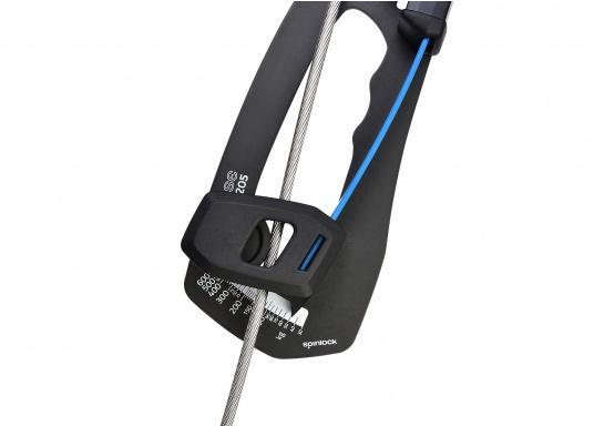 Mechanisches Wantenspannungsmessgerät von spinlock. Einfach an das stehende Gut angebracht, misst der RIG-SENSE, wie viel Kilo Spannung sich auf Draht oder Tauwerk befinden. (Bild 3 von 15)