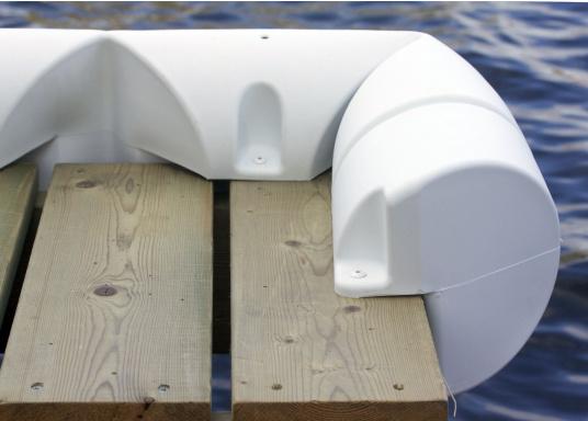 Sicheres und unbeschwertes Anlegen auch bei starker Strömung und Seitenwind. Dieser Bumperfender ist einewahre Stoßstangefür Ihr Schiff und die Steganlage.  (Bild 2 von 4)