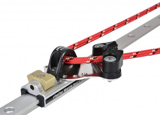 Genuaschlitten mit Auge und Klemme, für Tau-Ø bis max. 10 mm. Ring-Ø: 14 mm. Für Schiene 25 x 4 mm.