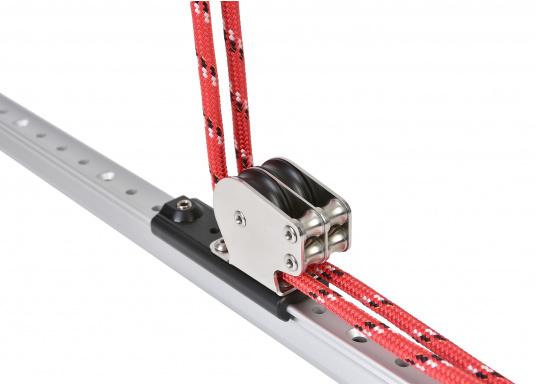 Kontrollblock mit 2 senkrechten Rollen zur vertikalen Leinenführung. Rollen-Ø: 38 mm. Mit M8 Gewindestift zur Befestigung. Für Tau-Ø: max. 8 mm.