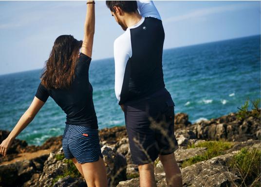 Das Langarm-Shirt RASHGUARDS gibt zusätzliche Wärme. Mit einem Schnellverschluss ist das Anziehen einfach, das verwendete Stretch-Gewebe gewährleistet optimalen Tragekomfort. (Bild 6 von 6)