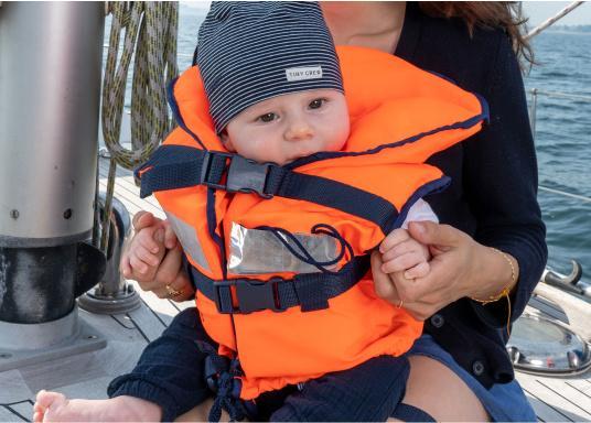 Pour les petits équipiers du bord ! Gilet de sauvetage 100 N. La tête du naufragé, conscient ou inconscient est gardée hors de long. (Image 2 de 6)