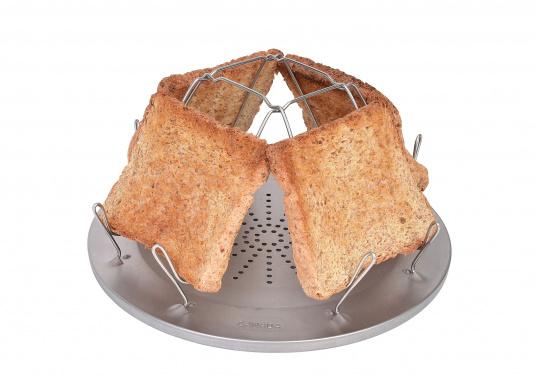 Kann auf jedem Benzin-, Petroleum- und Gaskocher verwendet werden. Für bis zu vier Toastscheiben konzipiert. Über der Kocherflamme positionieren, Kocher nicht zu heiß einstellen und dann endlich einen knusprigen Toast zum Frühstück genießen.