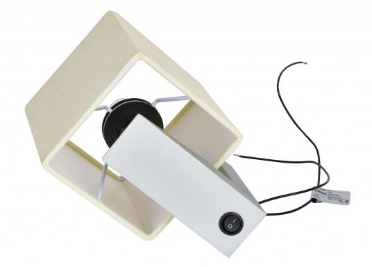 Formschöne Wandleuchte mit satinierter Edelstahl-Halterung. Der viereckige Stofflampenschirm sorgt für ein angenehmes Licht im Raum. Mit Ein-/Aus-Schalter. Betriebsspannung: 12 V. (Bild 2 von 3)