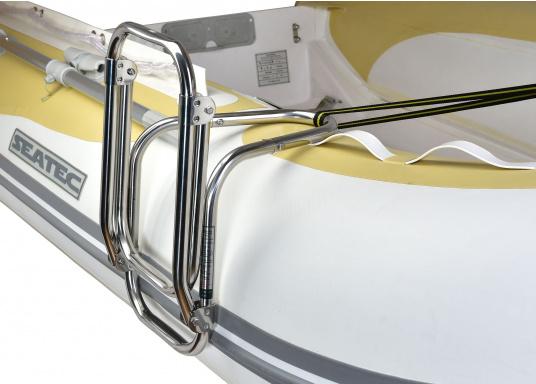 Klappbare Schlauchboot-Badeleiter aus hochglanzpoliertem Edelstahl, dreistufig. Wird komplett mit Nylon-Riemen samt Schnalle zur Befestigung geliefert. Universell einsetzbar. Abmessungen (LxB): 880 x 250 mm. (Bild 5 von 7)
