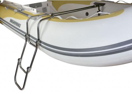 Klappbare Schlauchboot-Badeleiter aus hochglanzpoliertem Edelstahl, dreistufig. Wird komplett mit Nylon-Riemen samt Schnalle zur Befestigung geliefert. Universell einsetzbar. Abmessungen (LxB): 880 x 250 mm. (Bild 3 von 7)