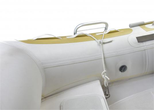 Klappbare Schlauchboot-Badeleiter aus eloxiertem Aluminium. Sehr leicht und schwimmfähig. Wird komplett mit Karabiner und Schwimmtau geliefert. Abmessungen (LxB): 1150 x 250 mm. (Bild 6 von 6)