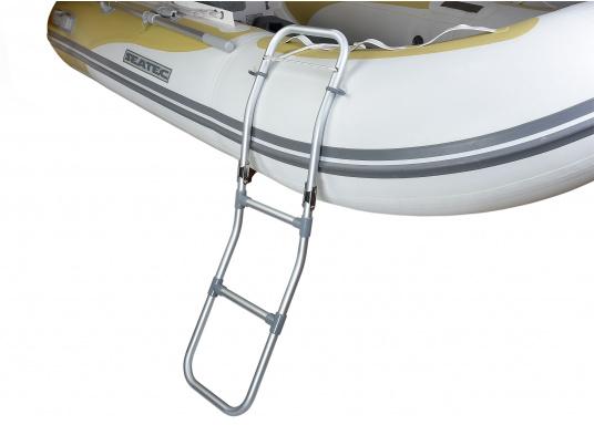 Klappbare Schlauchboot-Badeleiter aus eloxiertem Aluminium. Sehr leicht und schwimmfähig. Wird komplett mit Karabiner und Schwimmtau geliefert. Abmessungen (LxB): 1150 x 250 mm. (Bild 3 von 6)