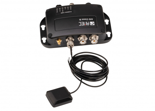 Equipped with an internal splitter, the Camino-108S allows for the use of an existing FM antenna. This makes the installation of the AIS transponder particularly easy, seeing as the existing radio is connected directly to the Camino, instead of to the FM antenna.