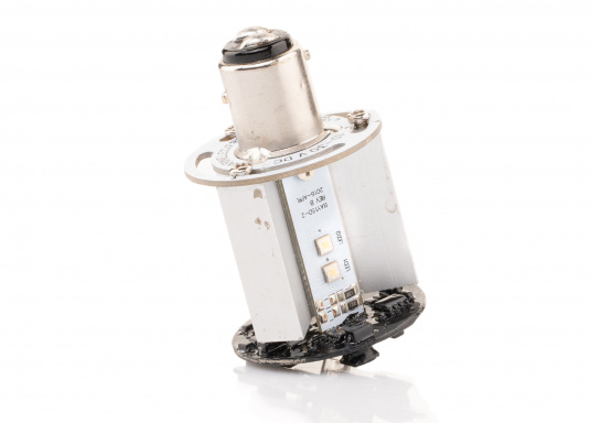 Dieser Multivolt-LED-Einsatz ermöglicht die Verwendung einer vorhandenen Ankerlaterne als Positionslaterne mit drei verschiedenen Leuchtmodi: 360° Ankerlicht (weiß), 3-Farben-Laterne (weiß, rot, grün) und SOS-Blinklicht. Die vorhandene Verkabelung kann weiterhin genutzt werden, da die Leuchtmodi über das Aus- und Einschalten ausgewählt werden. (Bild 7 von 7)