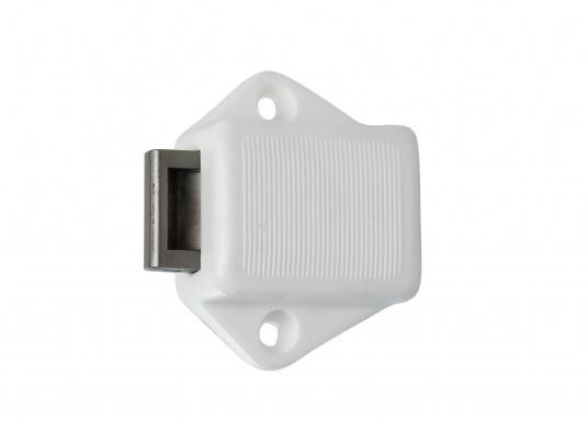 Runder Druckschnapper, verchromt. Für Türstärken von 17 mm. Einbaudurchmesser: 20 mm. Einbautiefe: 20 mm. Lochabstand: ca. 36 mm. (Bild 2 von 5)