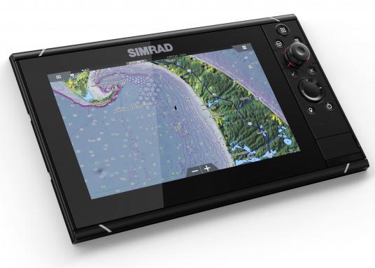 Navigieren, Kontrolle übernehmen und die enorme Funktionsvielfalt optimal ausnutzen – mit NSS evo3. Die SolarMAX™ HD-Anzeigetechnologie bietet ein außergewöhnlich klares Bild und extrem weite Sichtwinkel. Dank allwettertauglichem Touchscreen und erweitertem Tastenfeld behalten Sie unter allen Bedingungen die volle Kontrolle. (Bild 11 von 12)