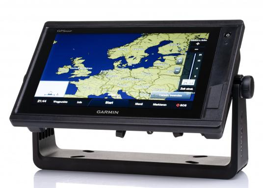 Garmin GPSMAP 922 chartplotter with a 9-inch touchscreen and intuitive operation as well as NMEA2000, NMEA 0183, WiFi and Garmin marine network support. Use the new Garmin BlueChart g3 or g3 Vision nautical charts and select your sailing area from a variety of chart areas. (Image 2 of 11)