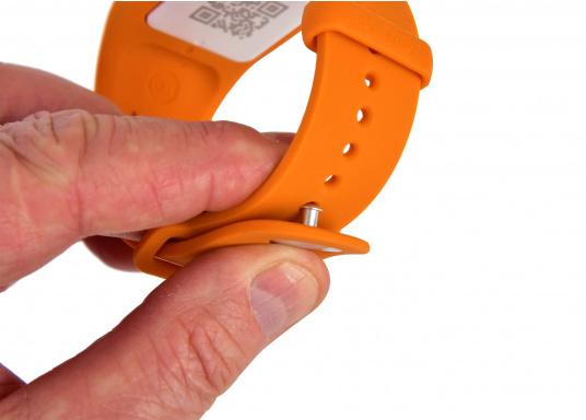 Bei dem MOB-Armband von SEATAGS handelt es sich um einen MOB-Sender, der perBluetoothmit einem kompatiblen Smartphone oder Tablet (Android oder iOS)verbunden wird. Dazu muss lediglich die kostenlose App auf dem jeweiligen Gerät installiert werden. (Bild 5 von 12)