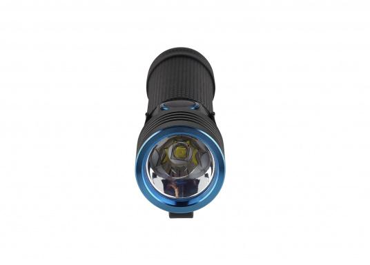 Mit der S30R III bringt Olight den Nachfolger der sehr erfolgreichen S30R II. Trotz ihrer noch einmal geringeren Abmessungen und Gewicht bietet Sie eine beeindruckende Leistung von 1050 Lumen. Über die USB-Ladestation lässt sich die Lampe per USB stationär aufladen. (Bild 6 von 14)