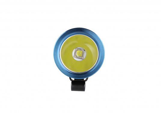 Mit der S30R III bringt Olight den Nachfolger der sehr erfolgreichen S30R II. Trotz ihrer noch einmal geringeren Abmessungen und Gewicht bietet Sie eine beeindruckende Leistung von 1050 Lumen. Über die USB-Ladestation lässt sich die Lampe per USB stationär aufladen. (Bild 7 von 14)