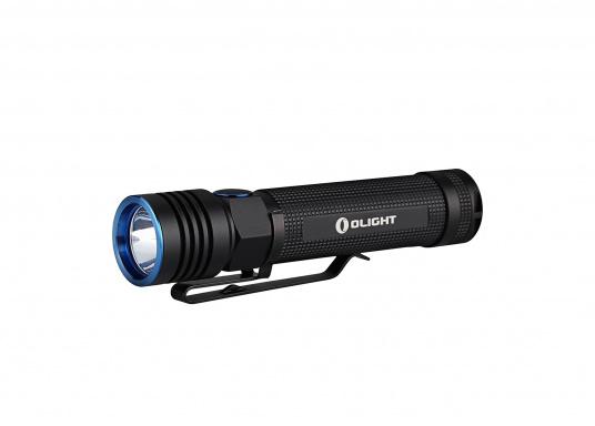Mit der S30R III bringt Olight den Nachfolger der sehr erfolgreichen S30R II. Trotz ihrer noch einmal geringeren Abmessungen und Gewicht bietet Sie eine beeindruckende Leistung von 1050 Lumen. Über die USB-Ladestation lässt sich die Lampe per USB stationär aufladen. (Bild 4 von 14)