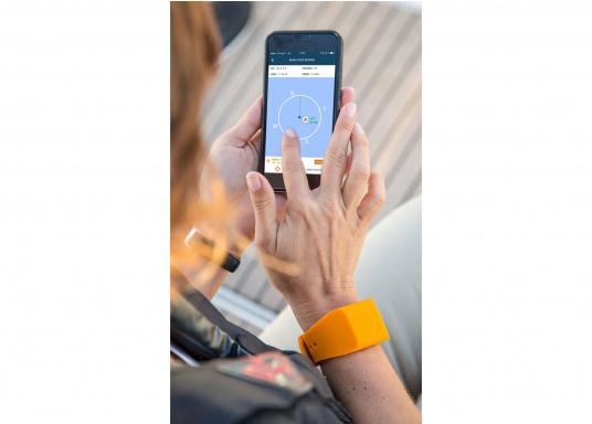 Bei dem MOB-Armband von SEATAGS handelt es sich um einen MOB-Sender, der perBluetoothmit einem kompatiblen Smartphone oder Tablet (Android oder iOS)verbunden wird. Dazu muss lediglich die kostenlose App auf dem jeweiligen Gerät installiert werden. (Bild 12 von 13)