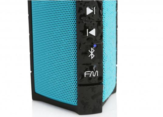 """Der vollausgestattete Funklautsprecher für all jene die sich gerne auf oder am Wasser aufhalten. Der Bluetoothlautsprecher ist Staub-, sand-, wasser-, schneedicht sowie """"Oceanproof"""" (tauchfest) und verfügt über ein eingebautes UKW-Radio! (Bild 8 von 14)"""