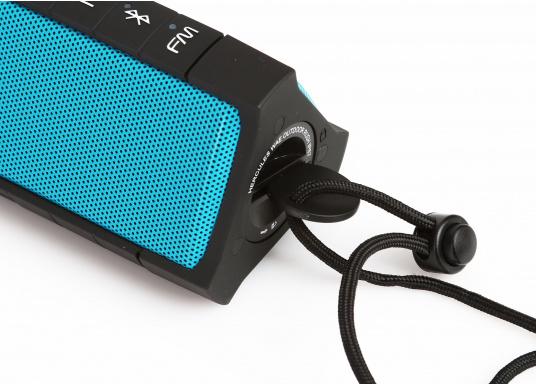"""Der vollausgestattete Funklautsprecher für all jene die sich gerne auf oder am Wasser aufhalten. Der Bluetoothlautsprecher ist Staub-, sand-, wasser-, schneedicht sowie """"Oceanproof"""" (tauchfest) und verfügt über ein eingebautes UKW-Radio! (Bild 11 von 14)"""
